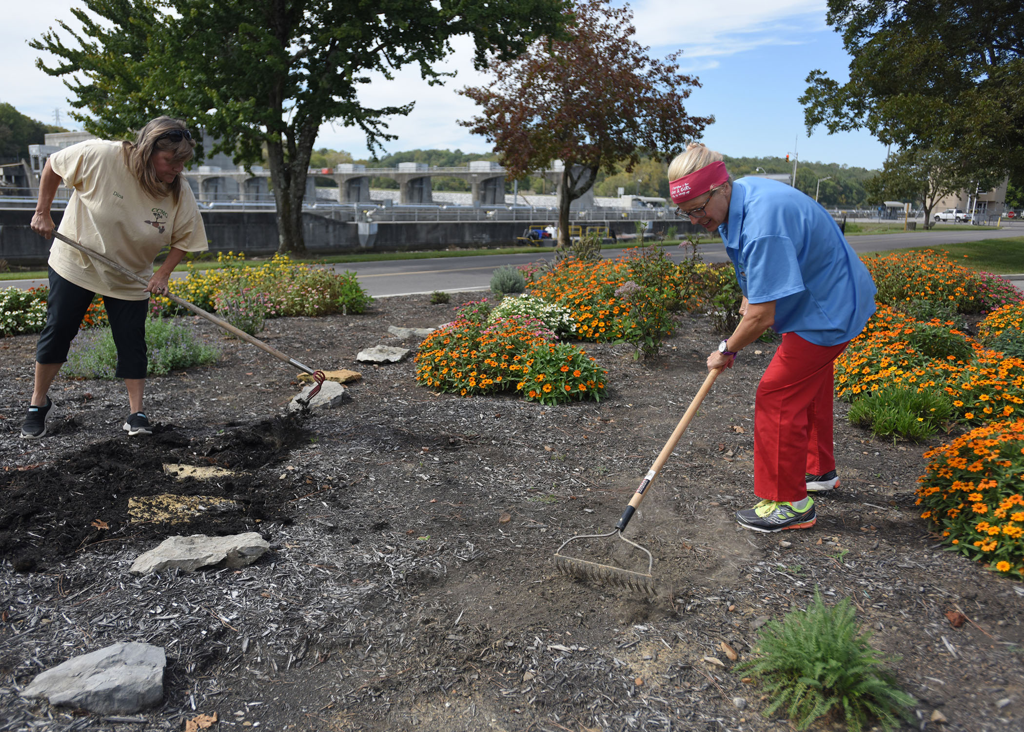 Park Ranger Dina Henninger (Left) and Cheatham County Master Gardener Intern Suzanne Hale tidy up a butterfly and bee garden Sept. 30, 2017 at Cheatham Lake in Ashland City, Tenn.  They are seeking volunteer gardeners who would like to join the team responsible for developing, maintaining and improving the gardens, working toward certification as a Monarch Waystation. (Photo by Lee Roberts)